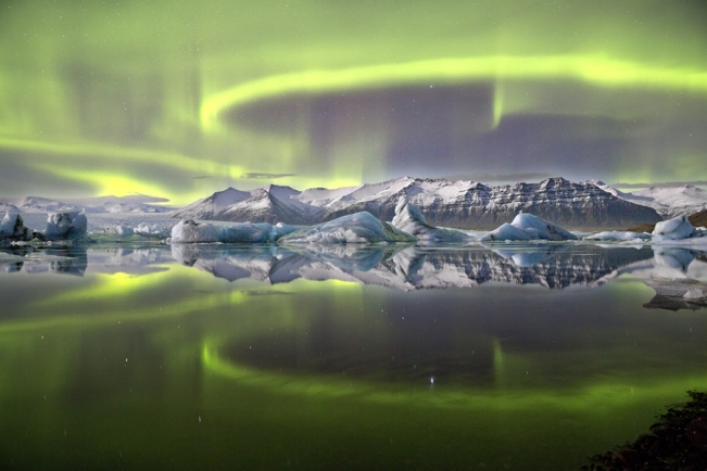 es9_james_woodend_aurora_over_a_glacier_lagoon_651_rmg-co-uk