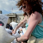 world-pillow-fight-day-london-trafalgar-square-2013-marc-fairhurst-1_now-here-this-timeout-com